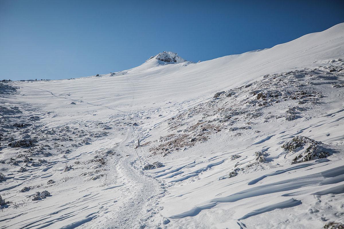 【安達太良山】登山百景-乳首の斜面にも風の模様が見える