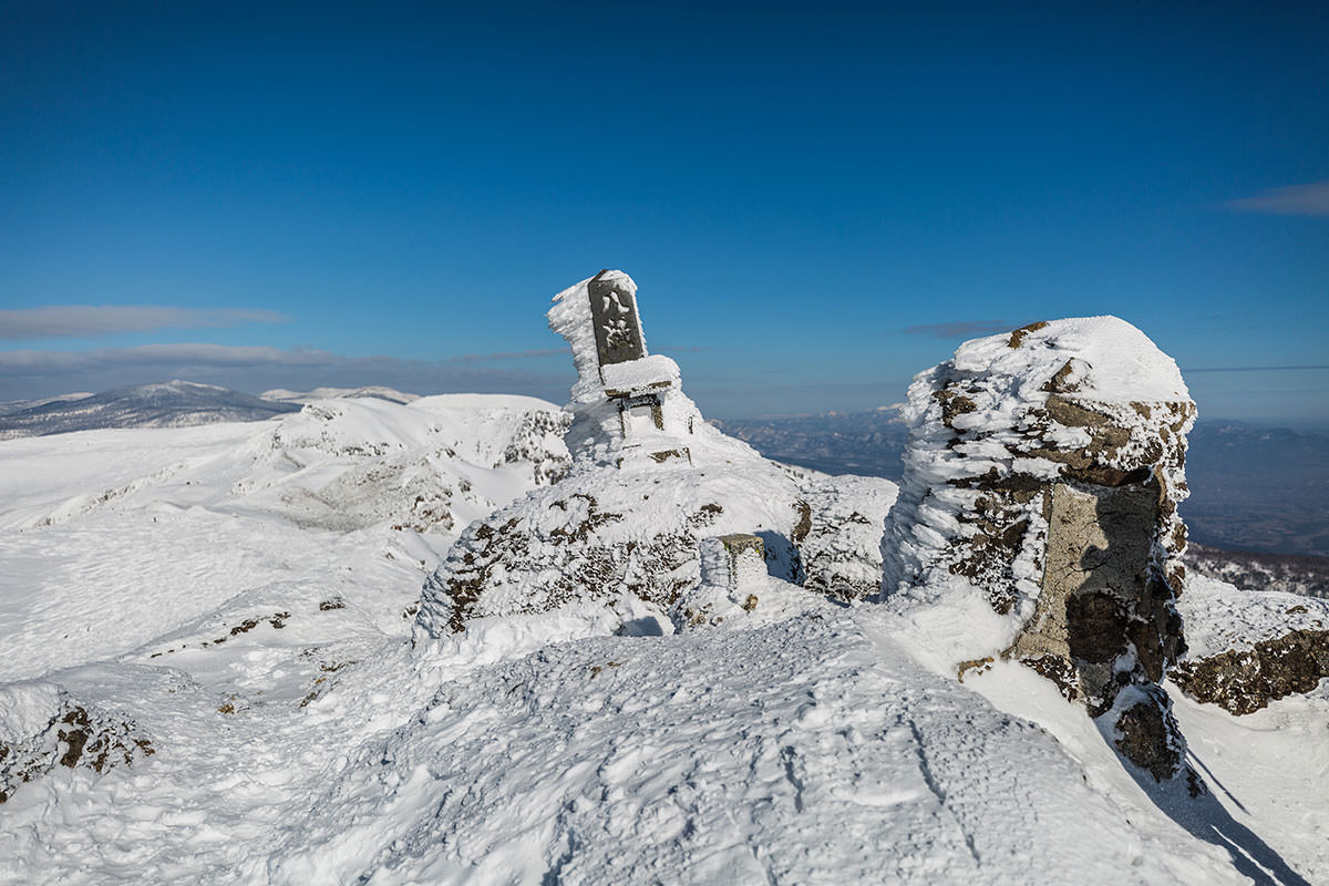 【安達太良山】登山百景-小さな祠が置かれている