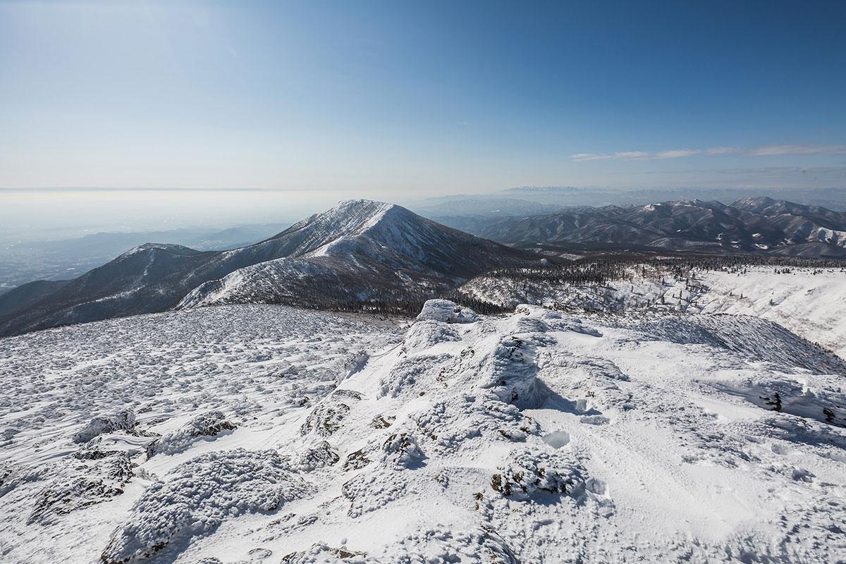 【安達太良山】登山百景-遠くにうっすらと飯豊山