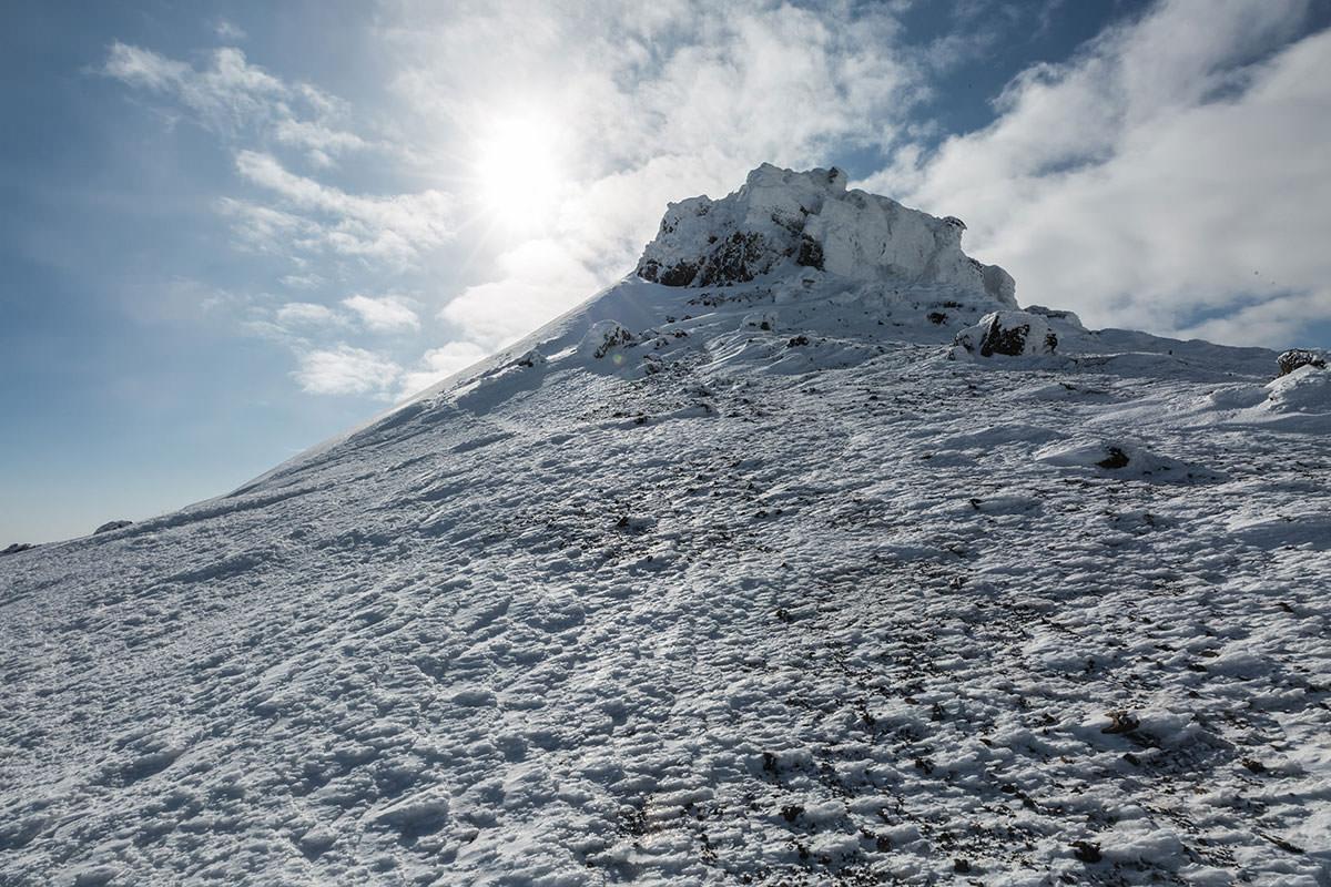 安達太良山山頂を振り返る