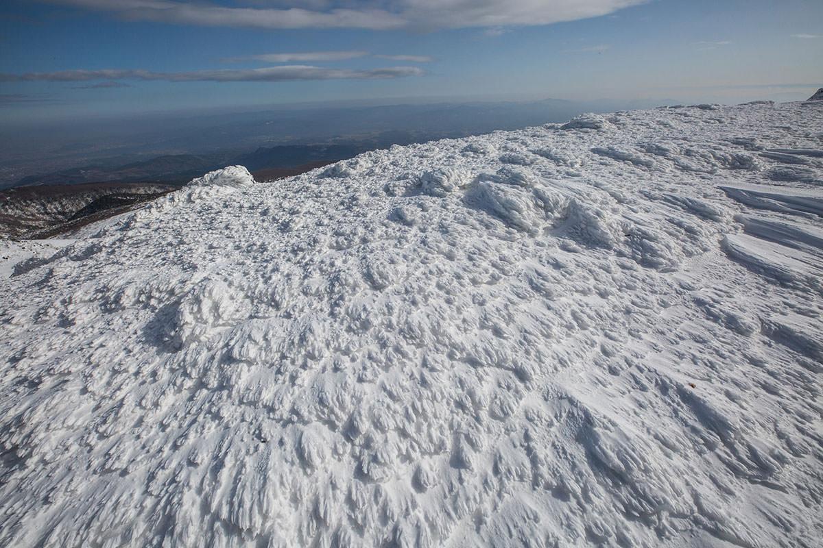 【安達太良山】登山百景-風を受けて模様ができている