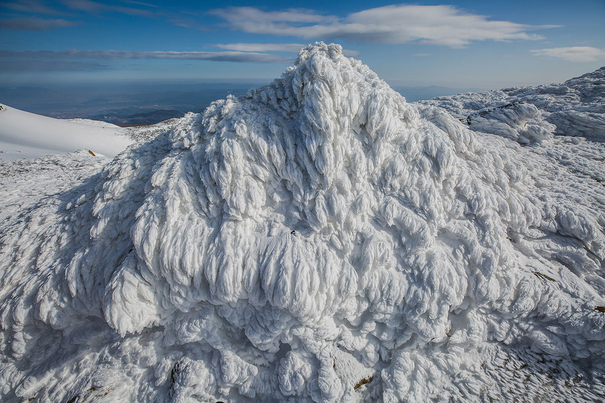 【安達太良山】登山百景-モニュメントのようになっている