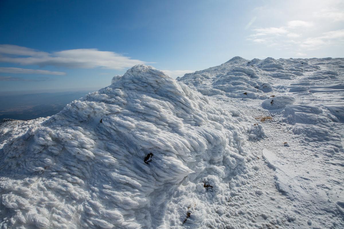 蟹の剥き身と呼びたい氷と雪の塊