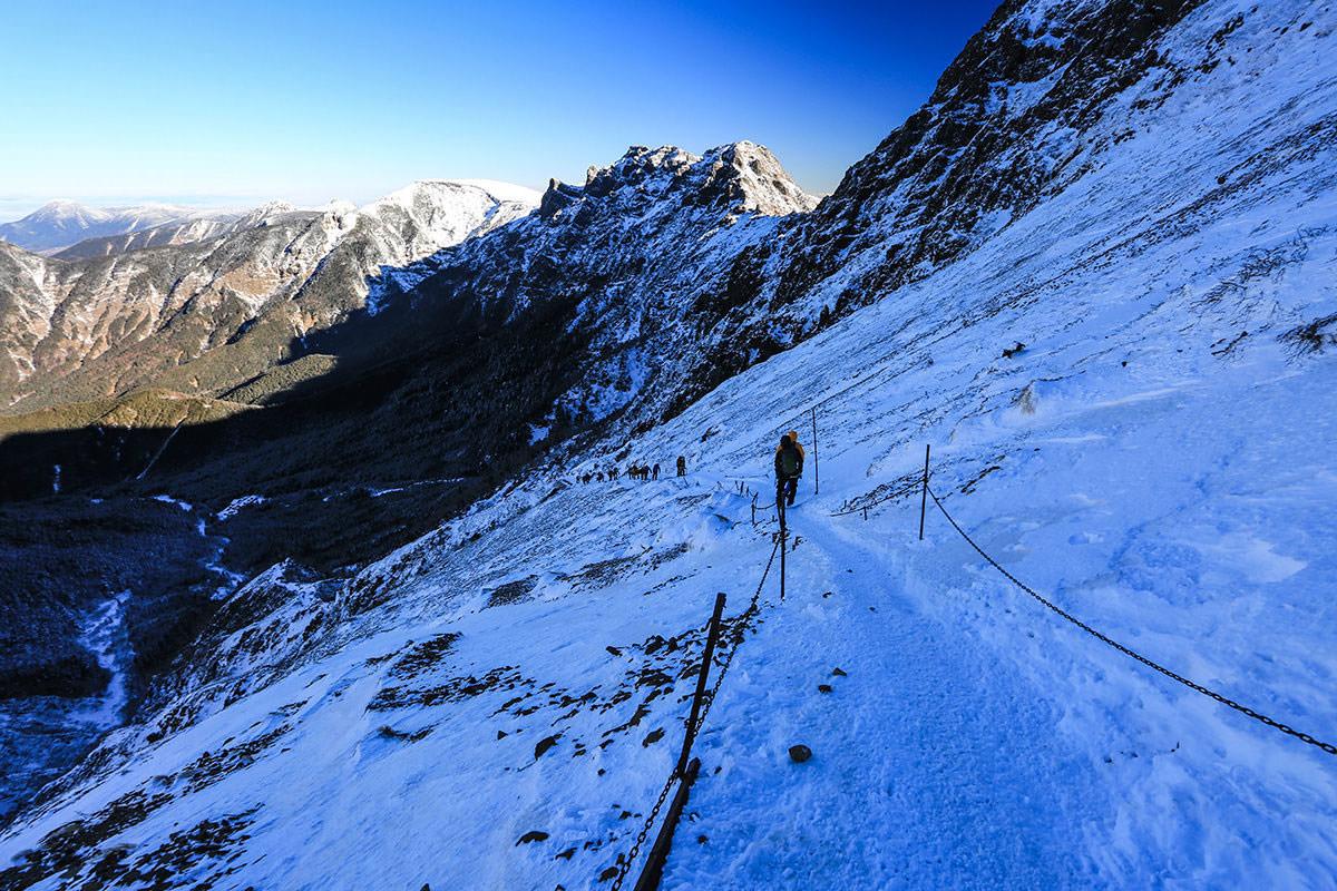 【赤岳】登山百景-振り返ると後ろに人