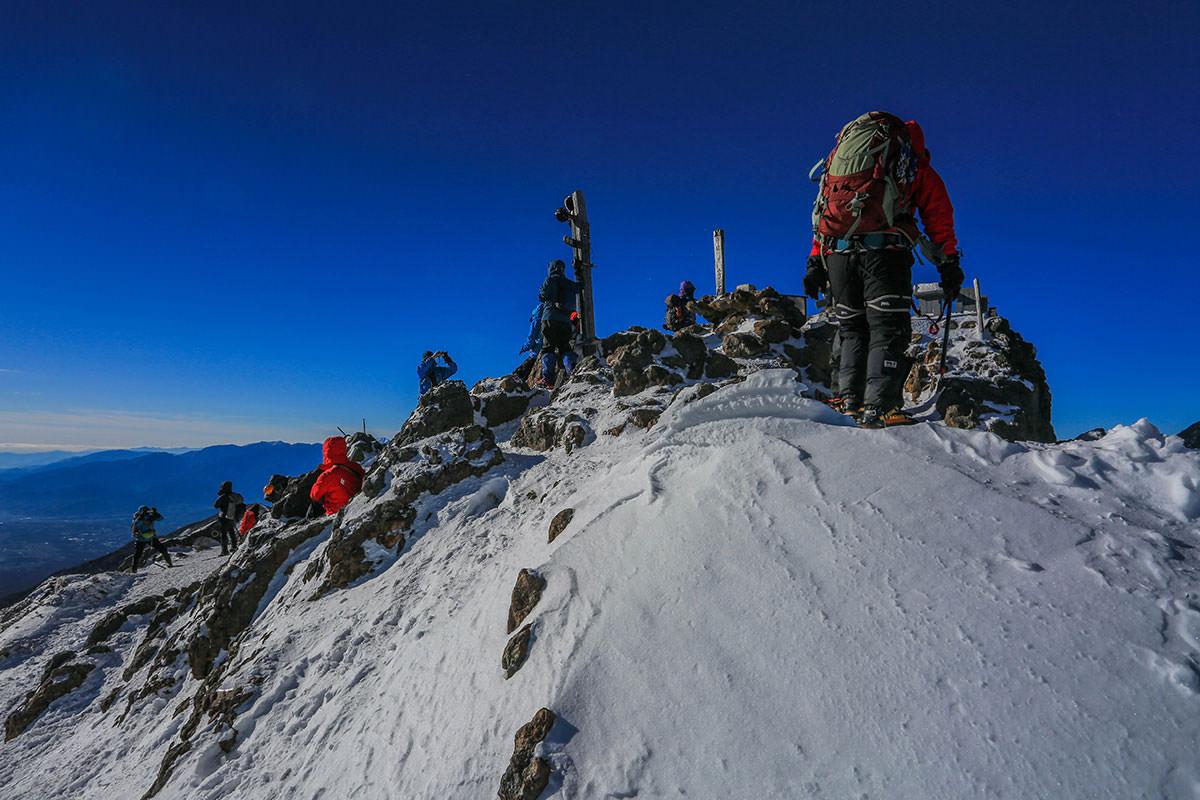 【赤岳】登山百景-山頂を反対側から見る