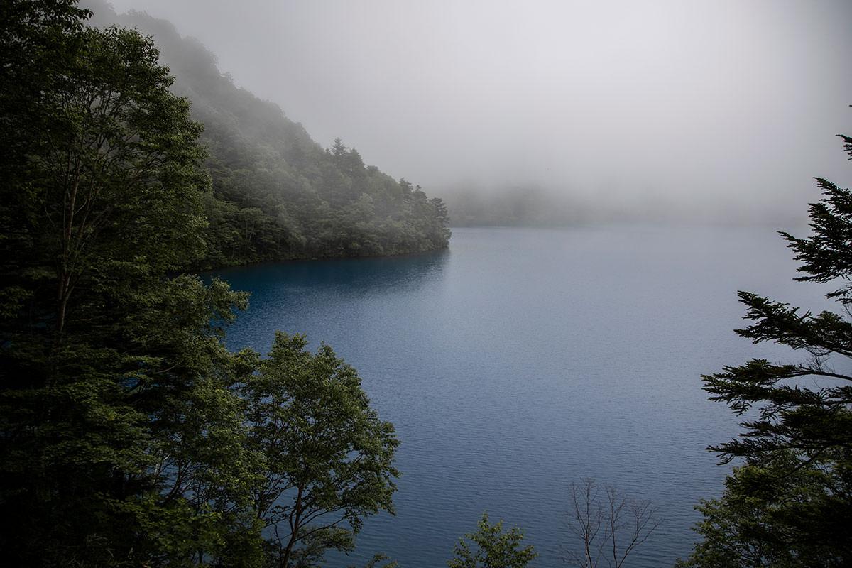 志賀高原赤石山-霧の大沼池もなかなか