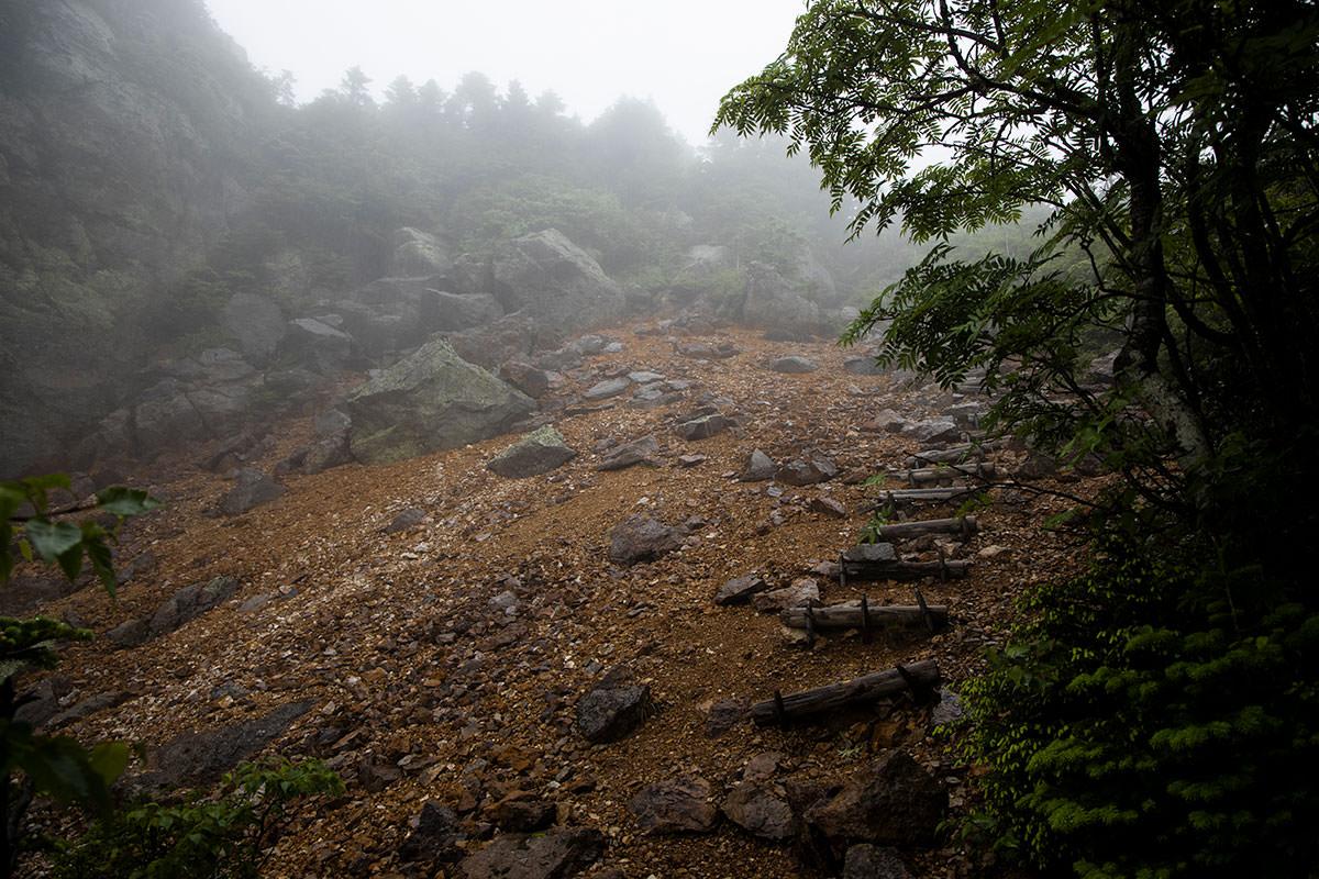 志賀高原赤石山-景色が開けた。白いけど。