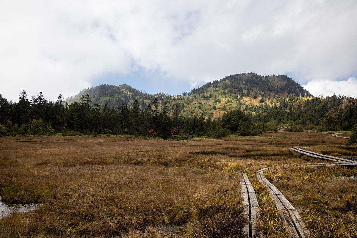 四十八池から志賀山を見る