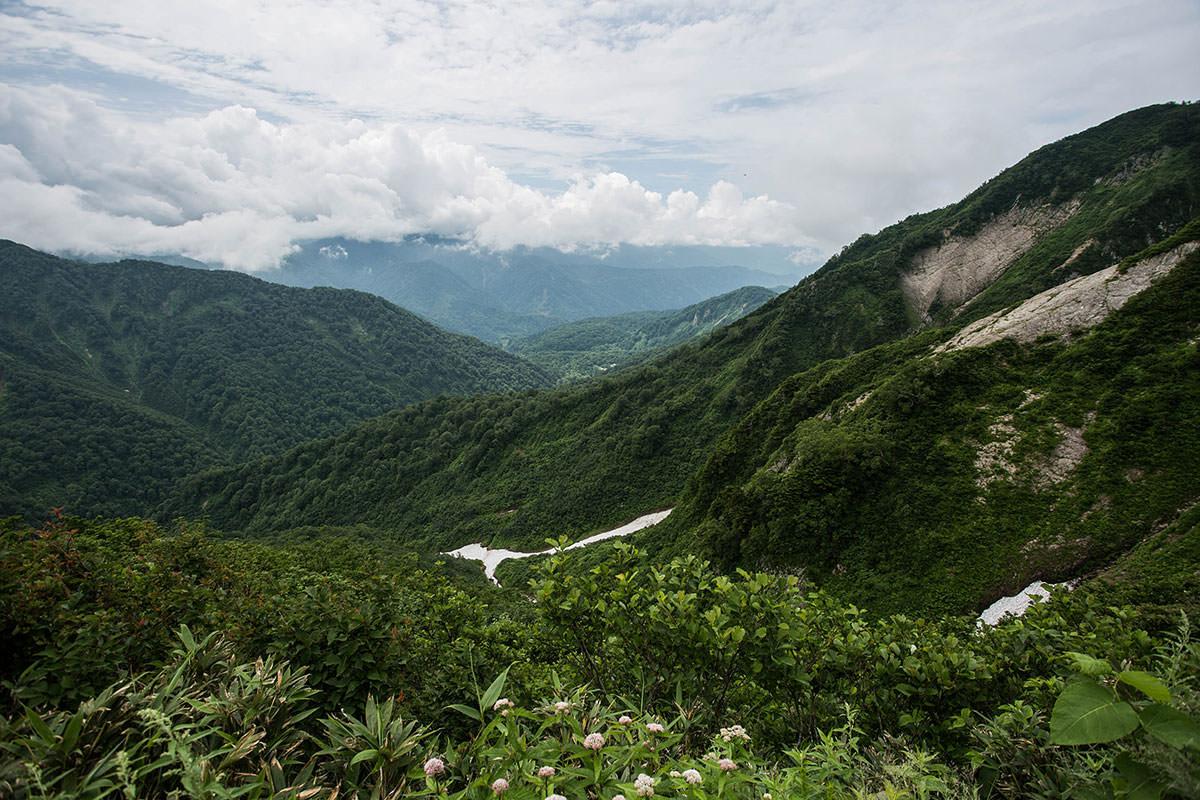 【雨飾山】登山百景-キャンプ場が見える