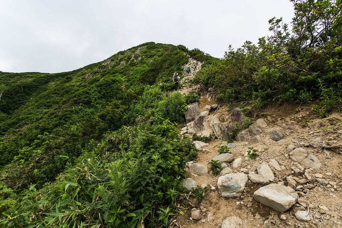 【雨飾山】登山百景-岩場が続く