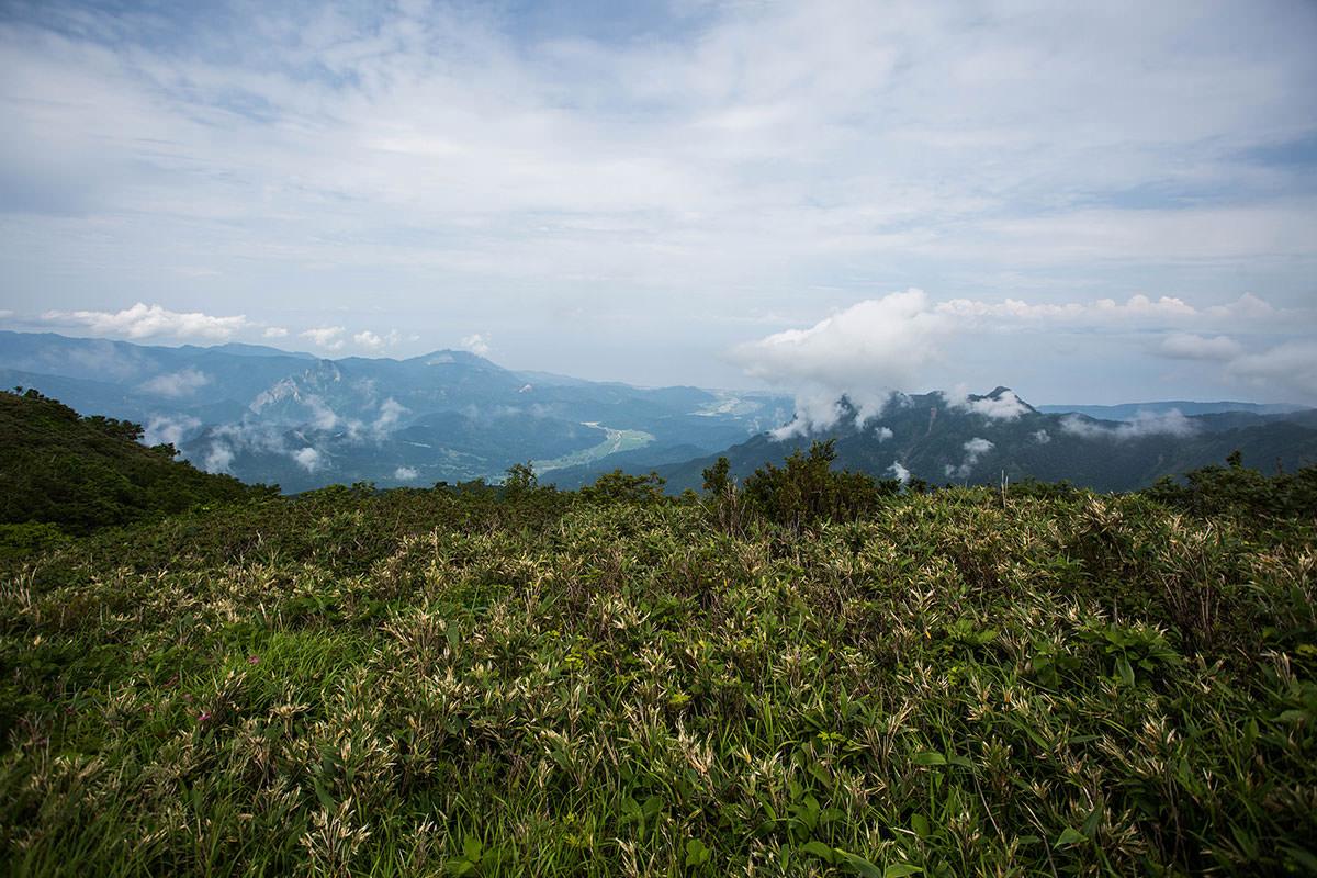 【雨飾山】登山百景-日本海が見える