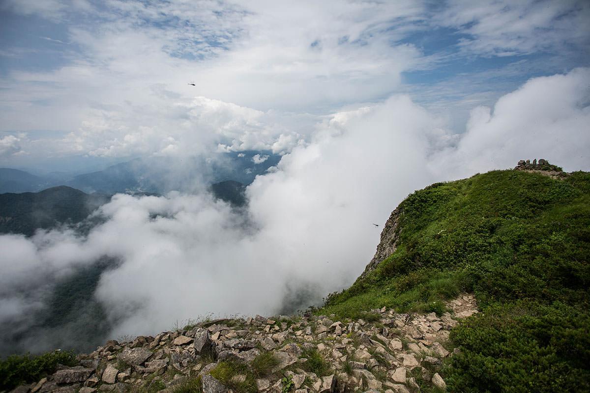 【雨飾山】登山百景-雲の中に北アルプスがあるはず
