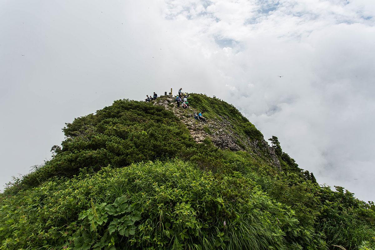 【雨飾山】登山百景-分岐から山頂を見る