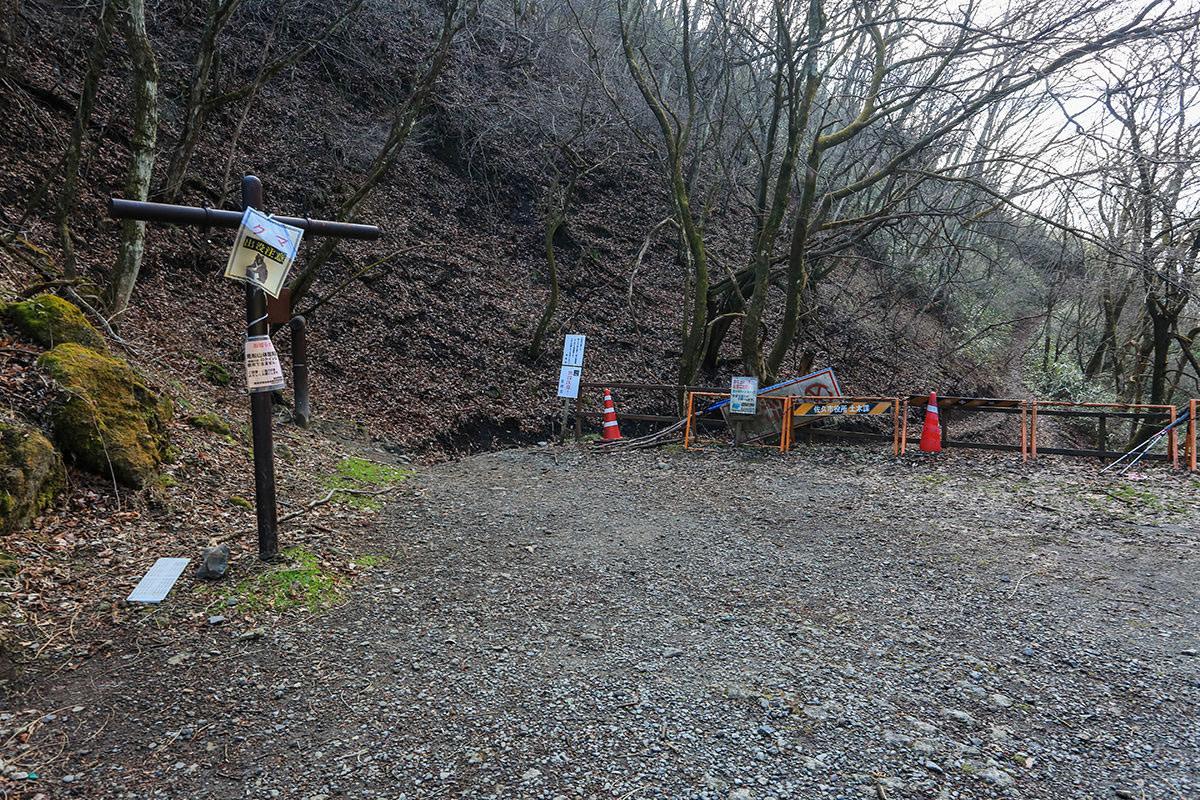 【荒船山】登山百景-駐車場の横に登山口