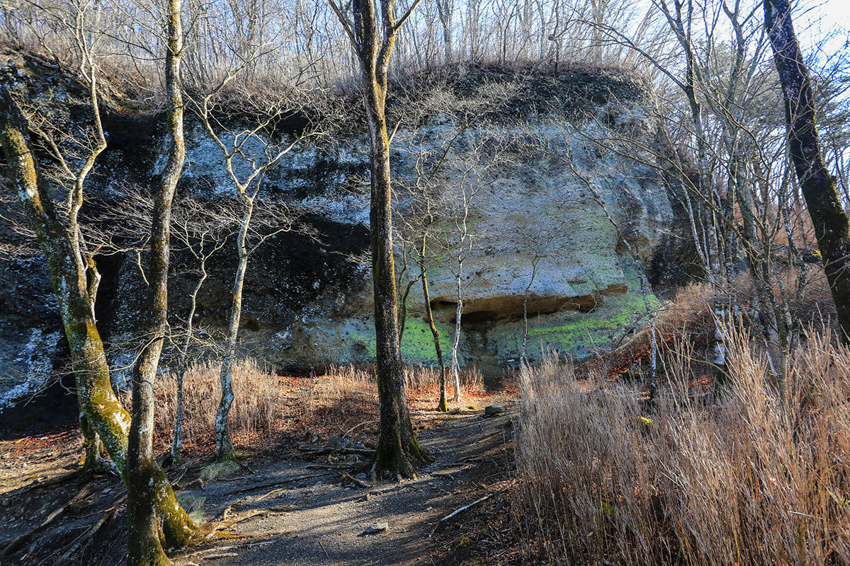 【荒船山】登山百景-目の前に大きな岩