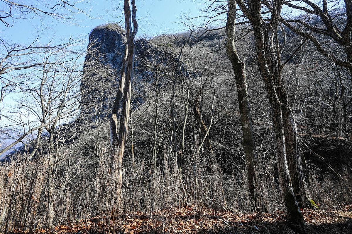 【荒船山】登山百景-目の前に艫岩が見える