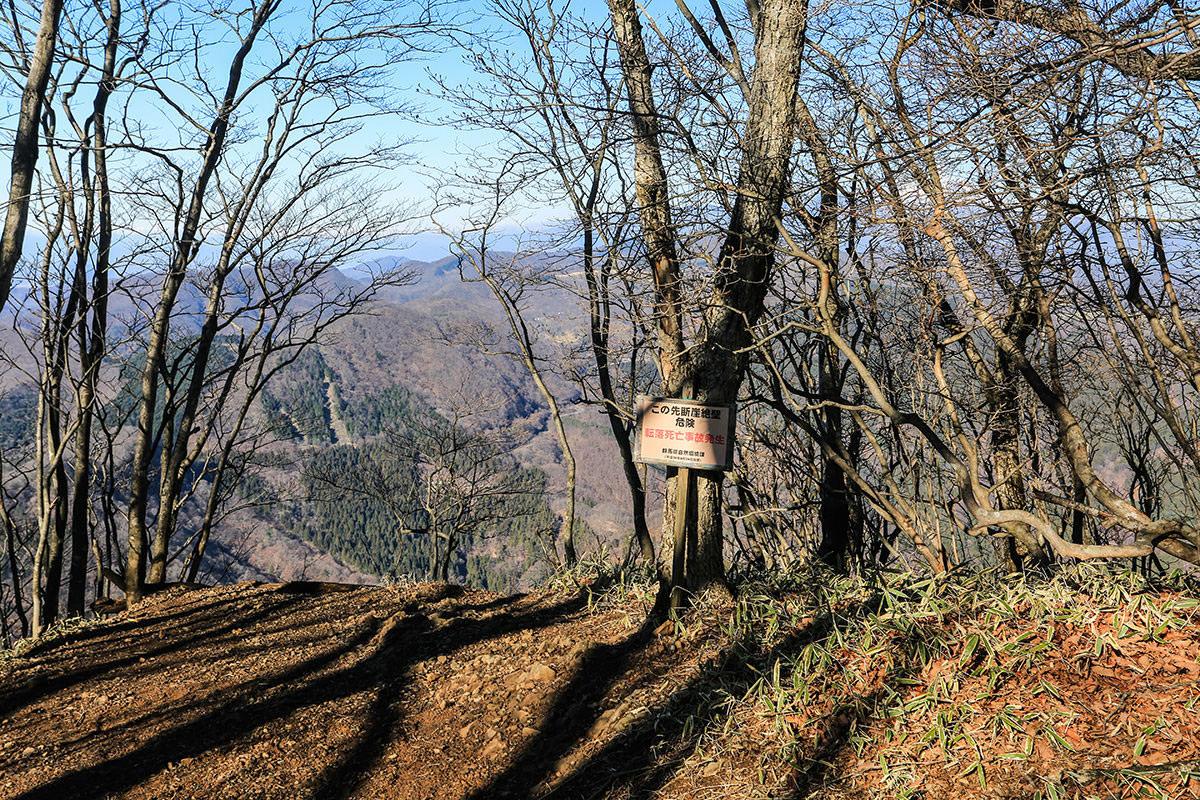 【荒船山】登山百景-横を見ると崖