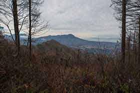 北の方には飯縄山