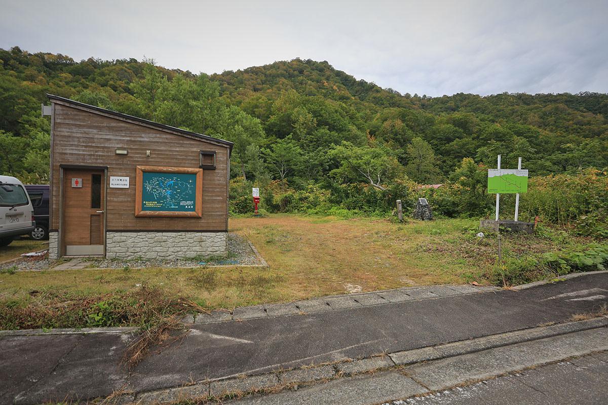 【荒沢岳】登山百景-駐車場の横に登山口