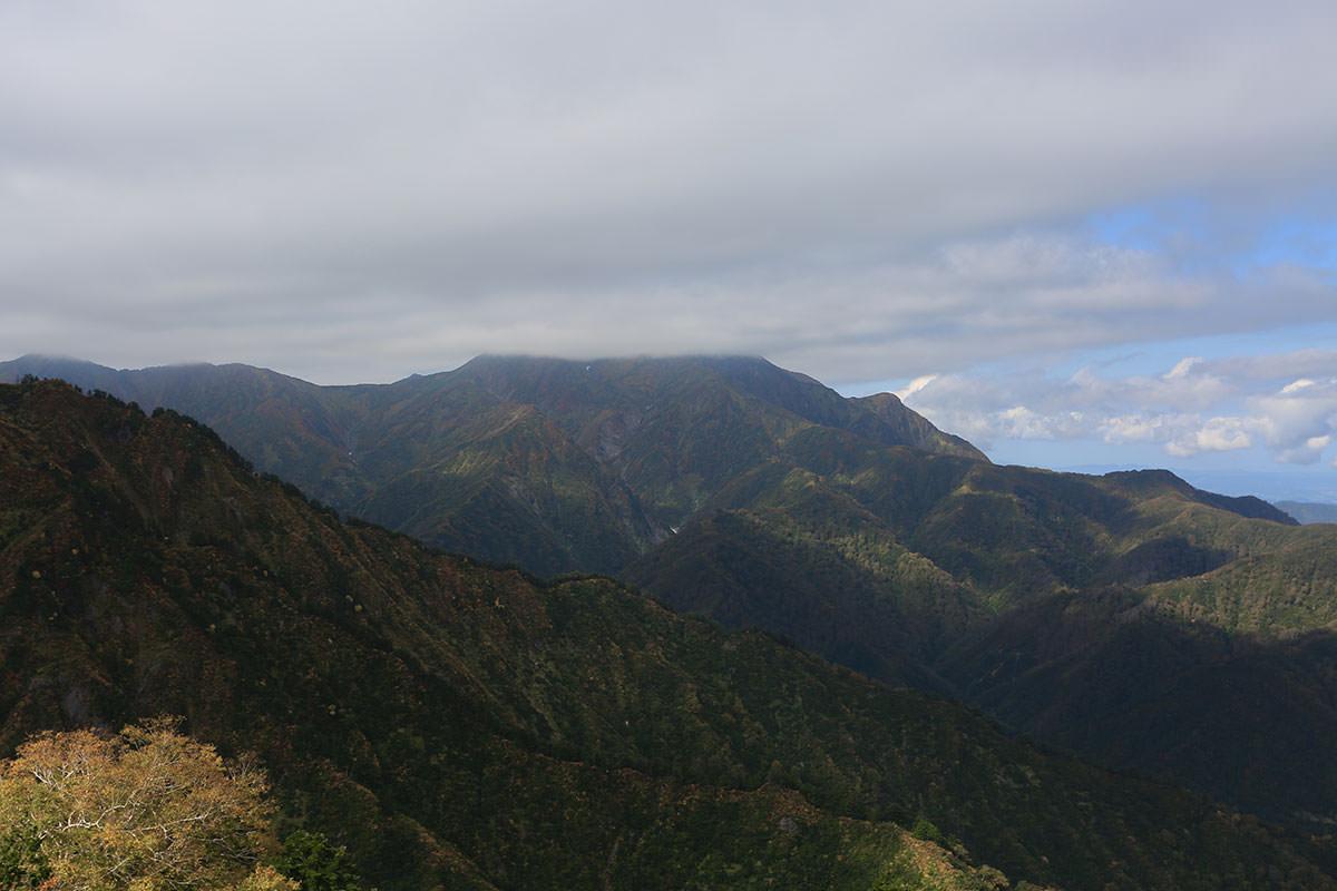 【荒沢岳】登山百景-越後駒ヶ岳が見える