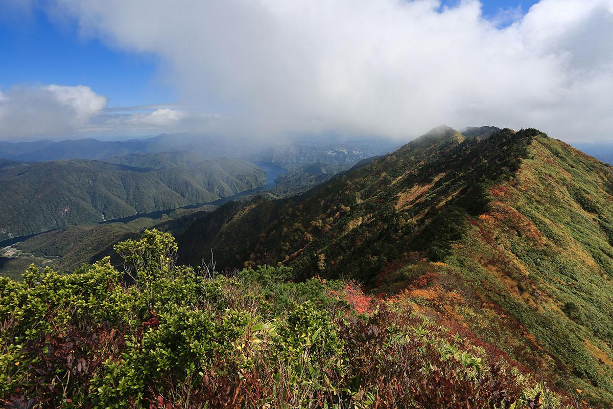 【荒沢岳】登山百景-稜線が綺麗
