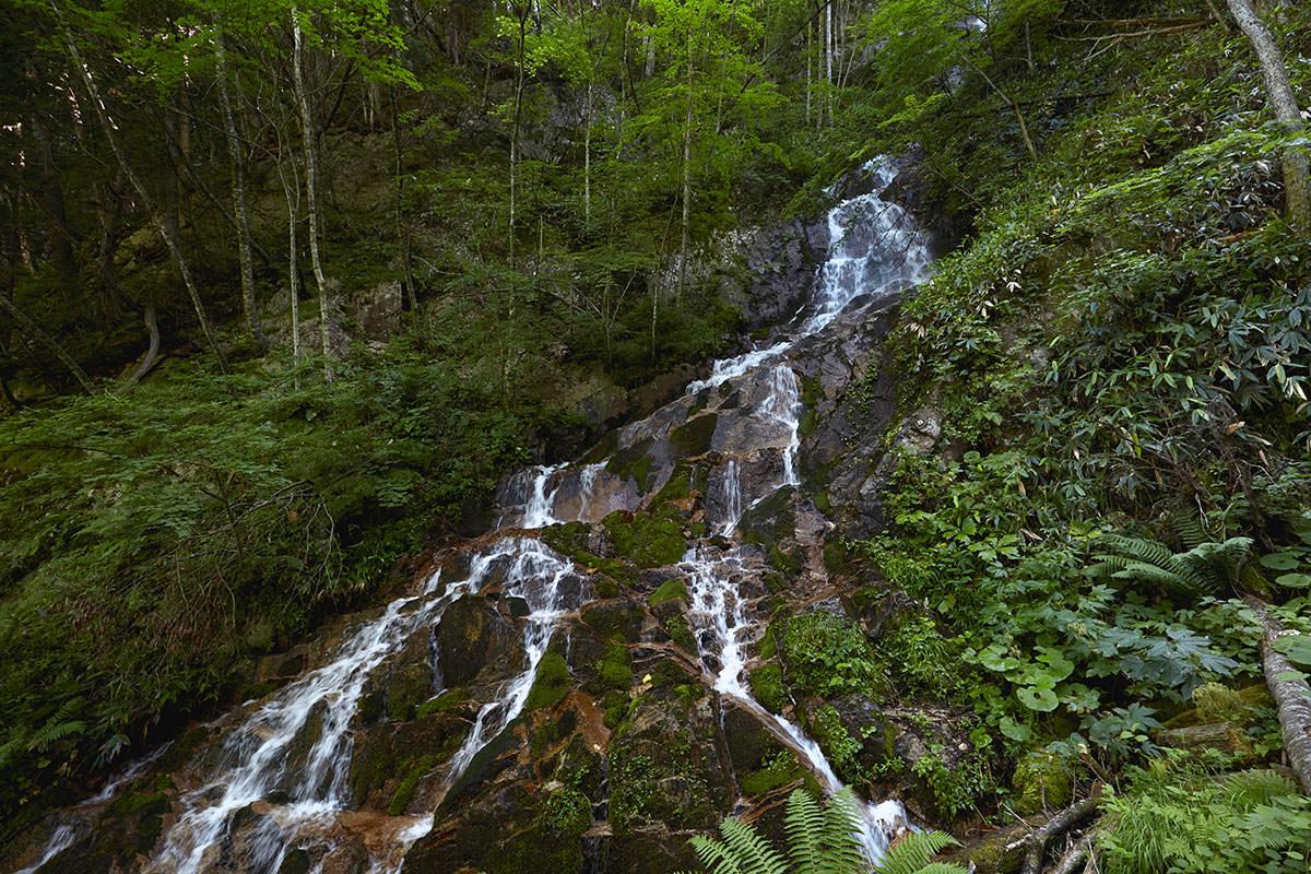 三段の滝を見る