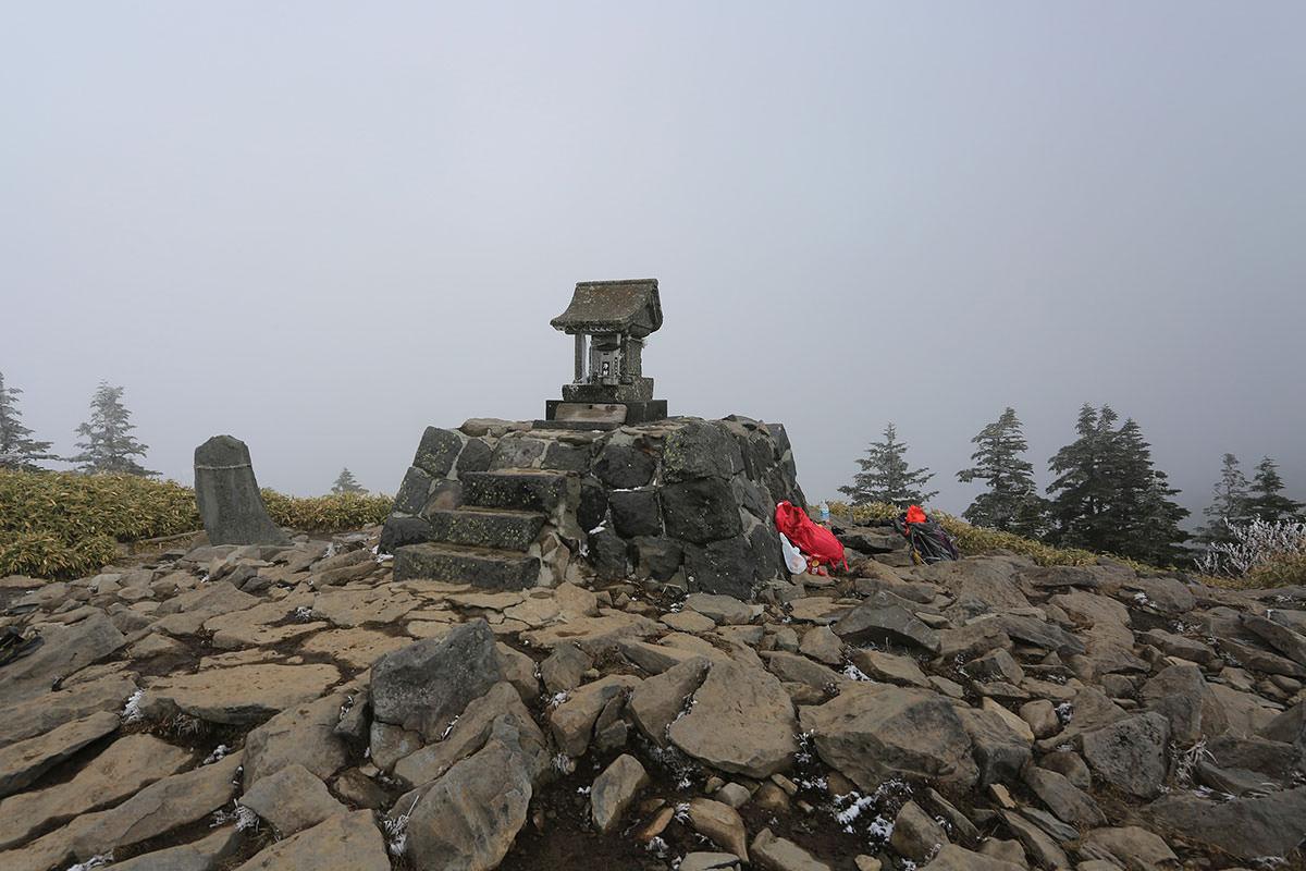 【四阿山】登山百景-根子岳山頂の祠