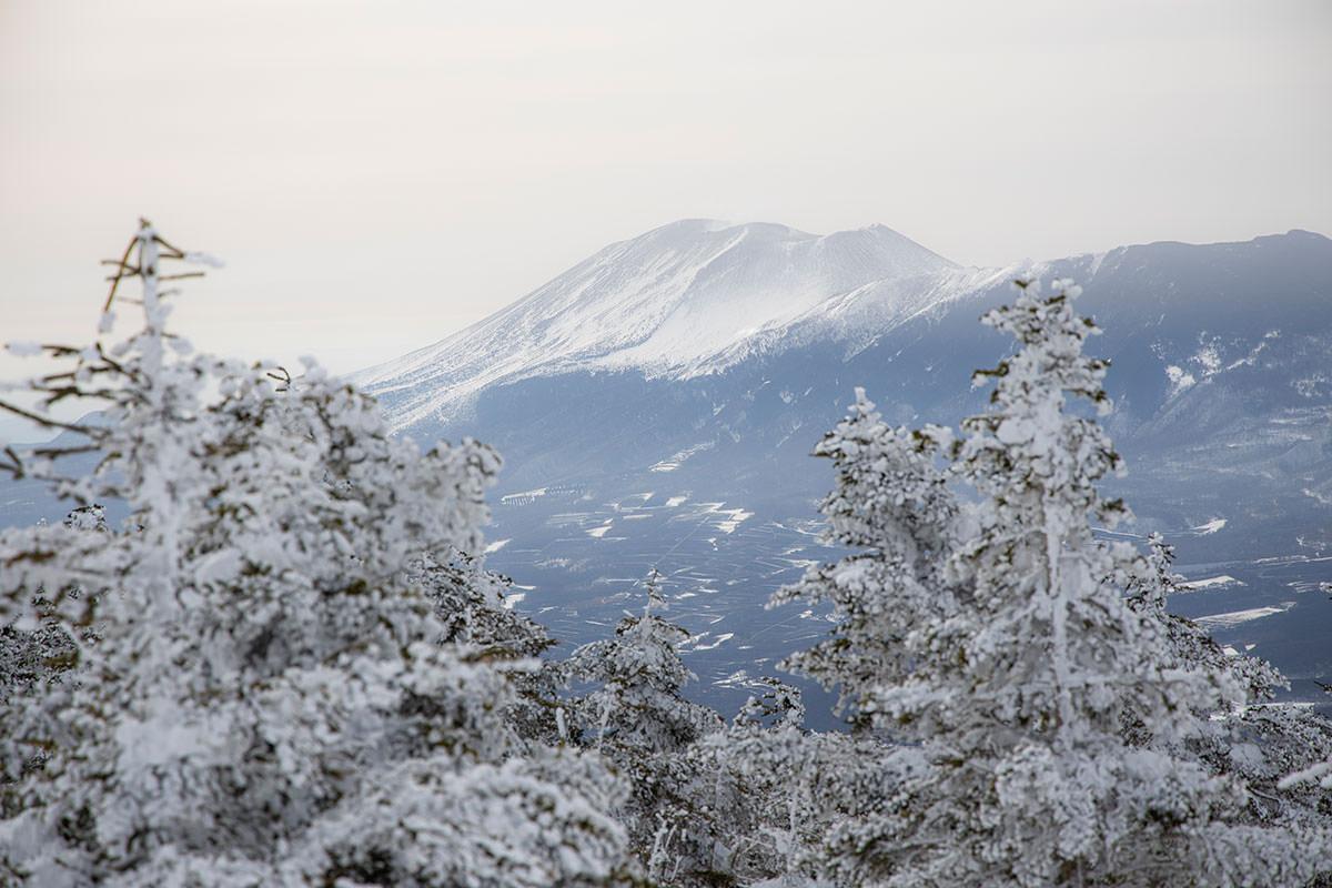 相変わらず浅間山を見ている