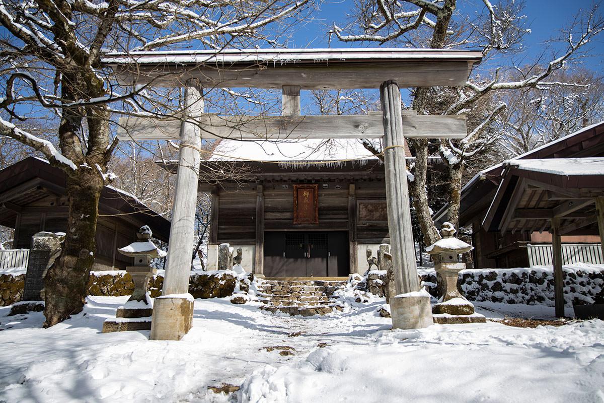 山頂部には御嶽神社