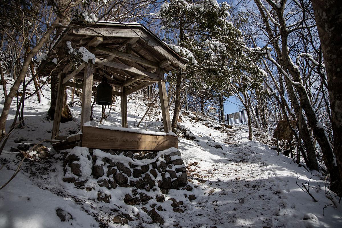 御嶽神社の裏へ廻る
