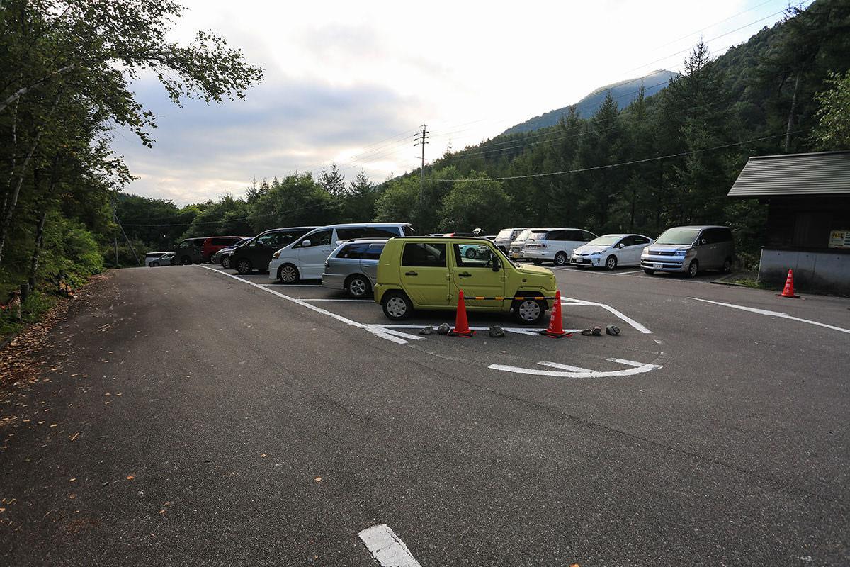 【蝶ヶ岳】登山百景-駐車場は車多め
