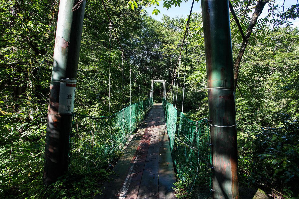 まずは吊り橋