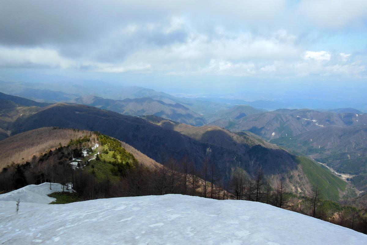 眺望のない恵那山からの眺め