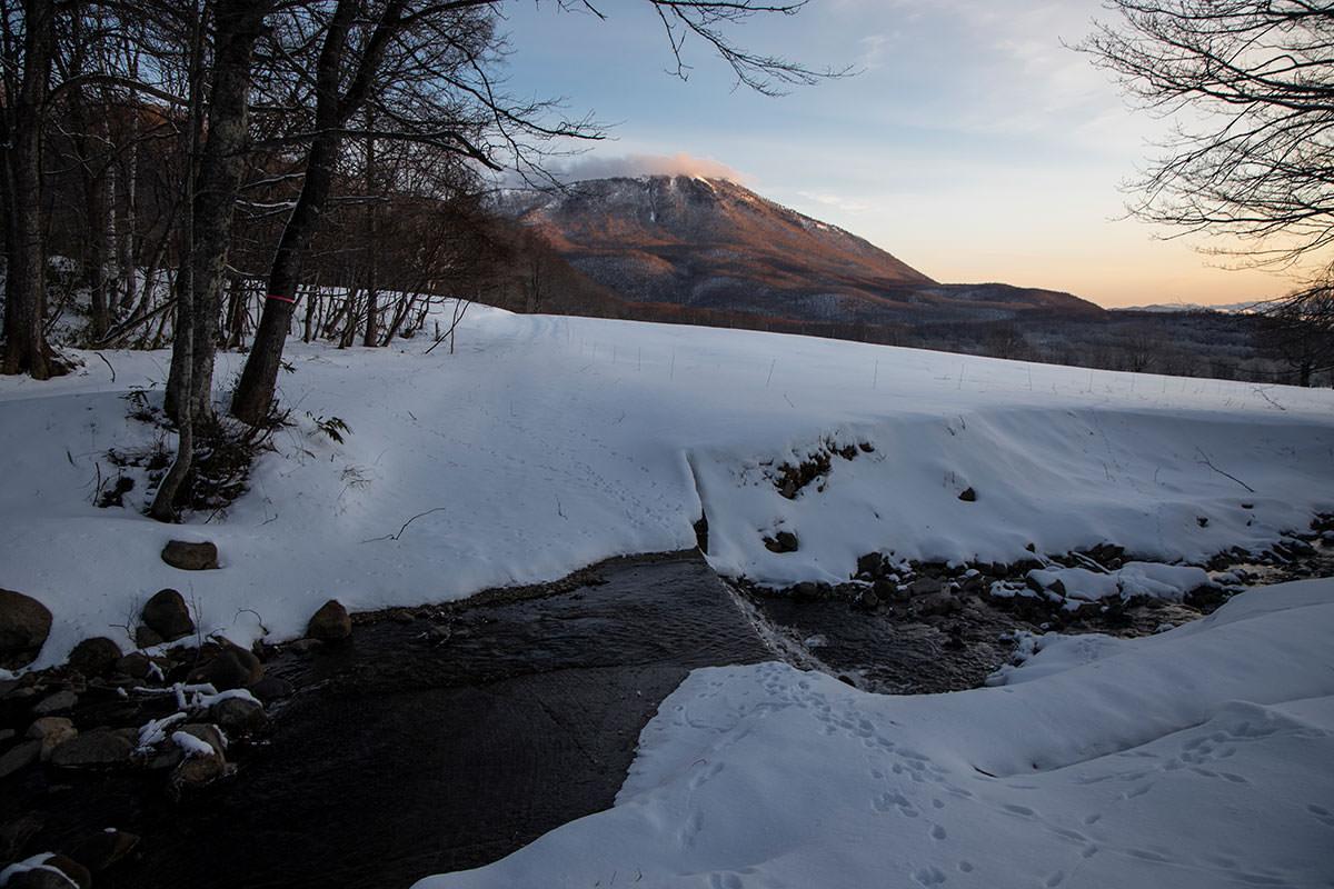 高妻山-大洞沢を渡る