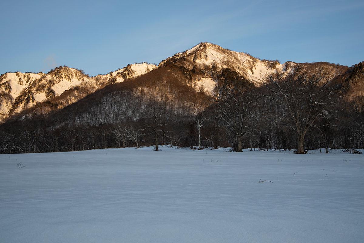 五地蔵山に朝陽が当たる