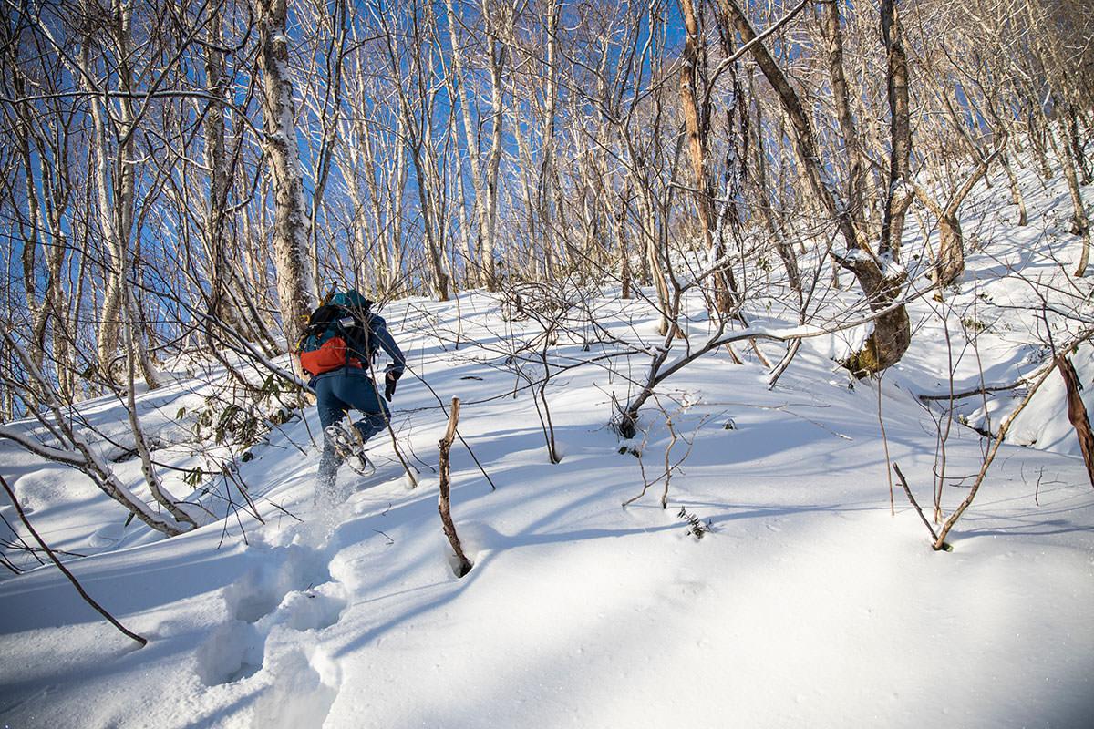 高妻山-尾根の取り付きは新雪の急登