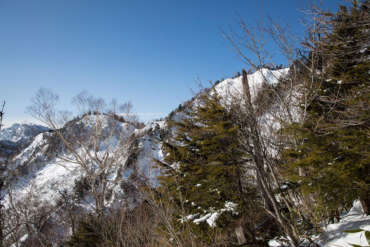 高妻山-一不動からの稜線も近づいてきた