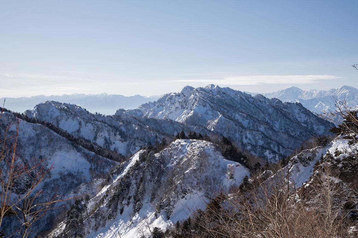 高妻山-西岳が荒々しい