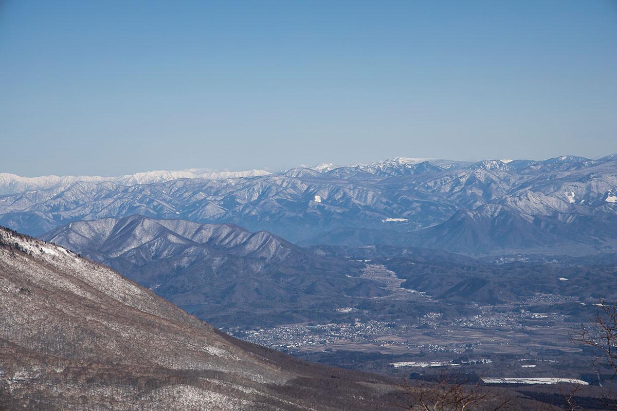 高妻山-魚沼の方の山まで見える