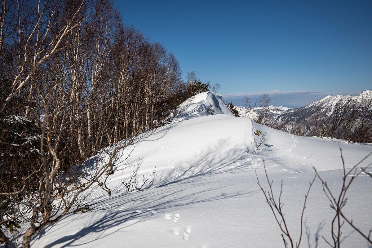 高妻山-山頂はあっち