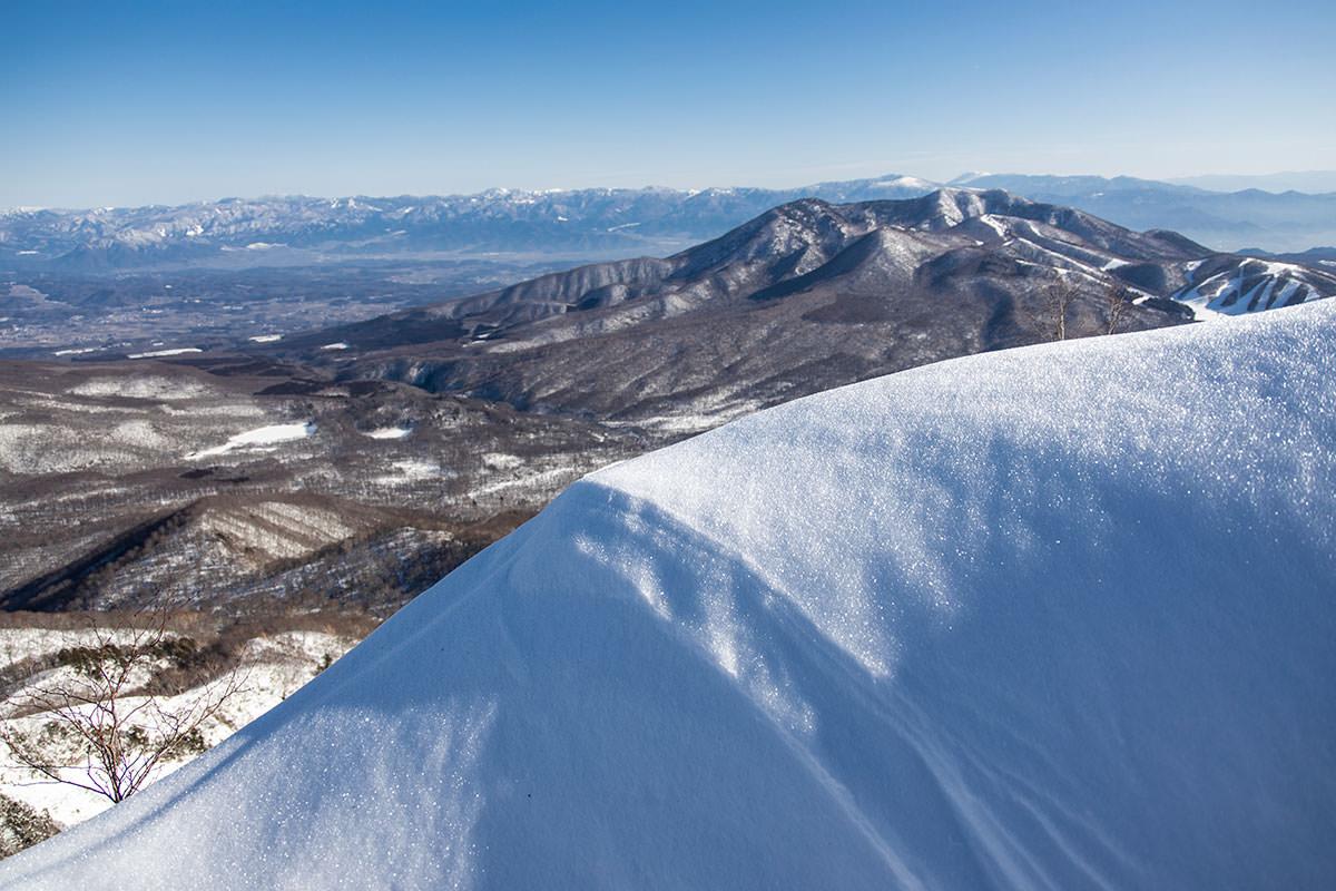 高妻山-目の前のこの塊の先は崖