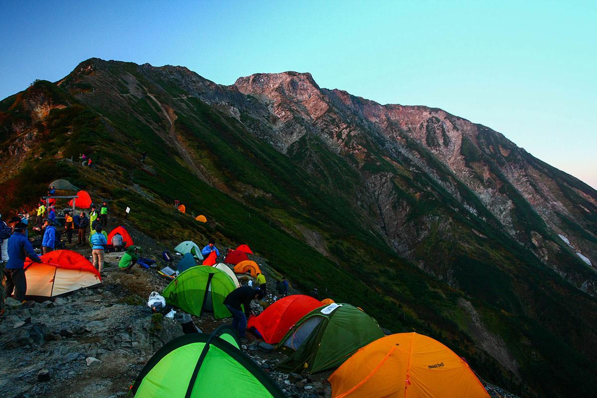 朝日を受ける五竜岳