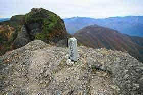 ハシゴの上は摩利支岳