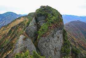 似たような形の岩の連続