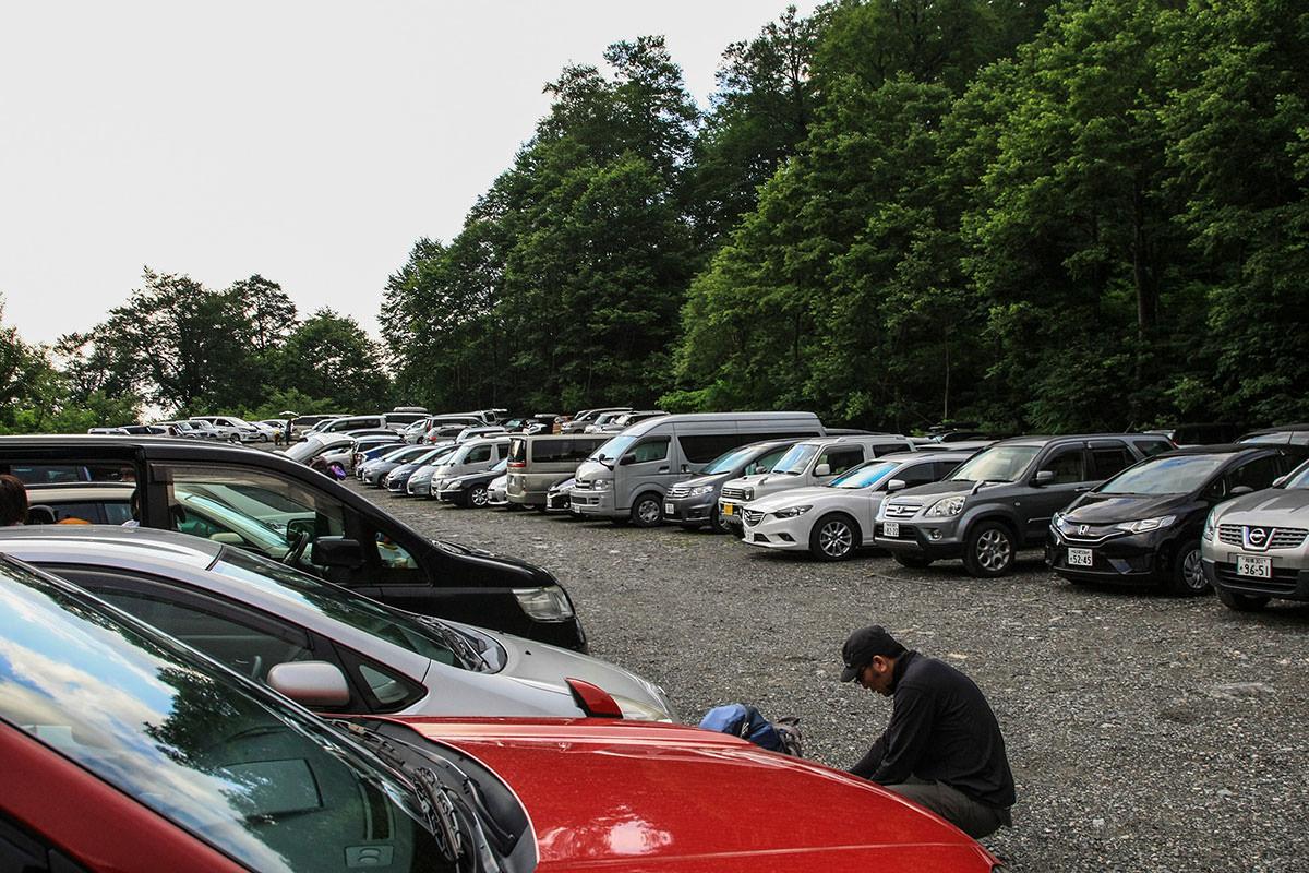 駐車場はいっぱい