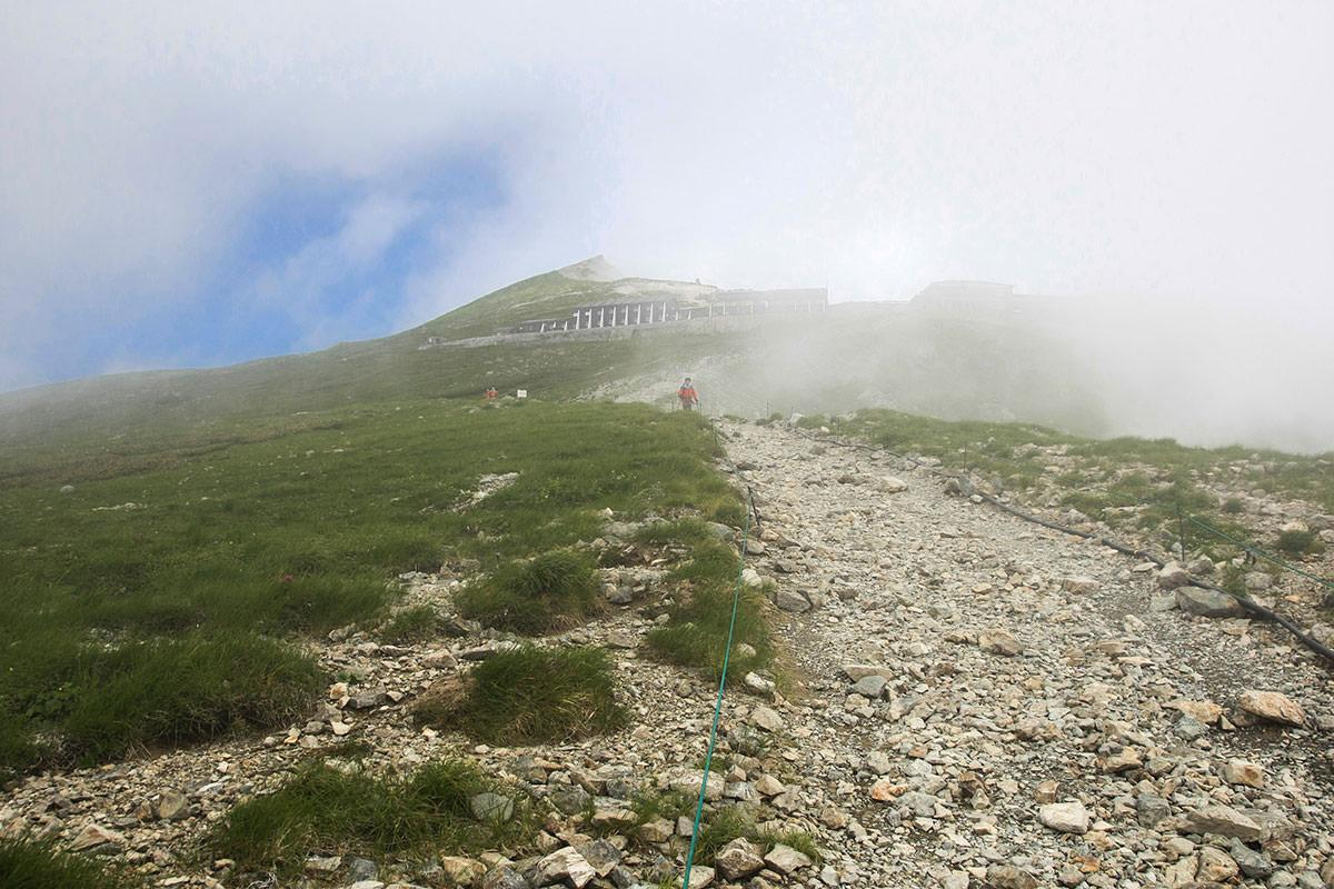 白馬岳の山頂がうっすら