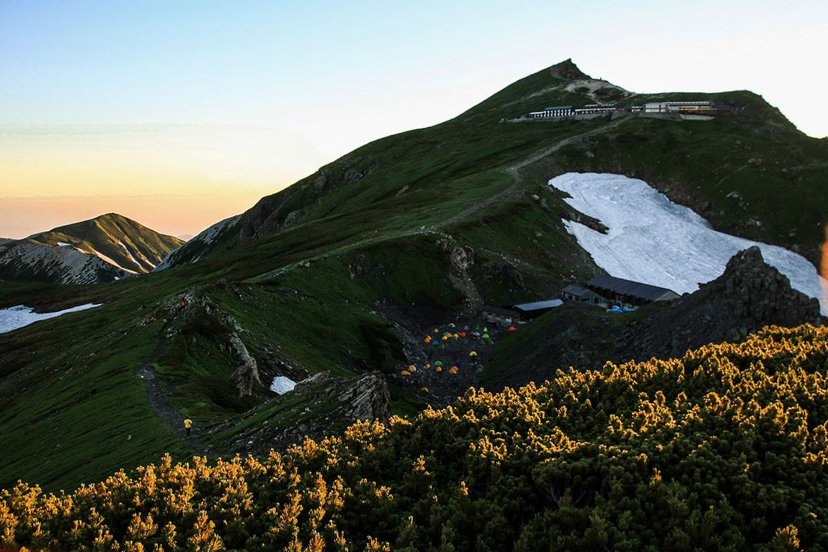 白馬岳も朝陽を受ける