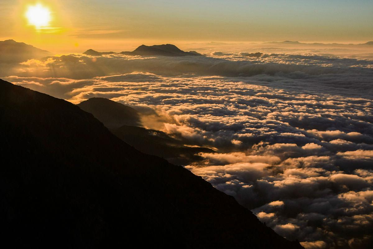 雲海が染まる