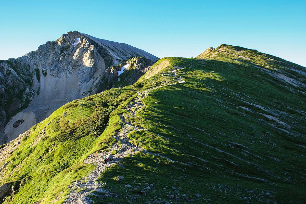 杓子岳へ登っていく