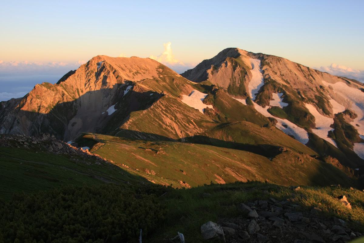 夕陽を受ける白馬三山